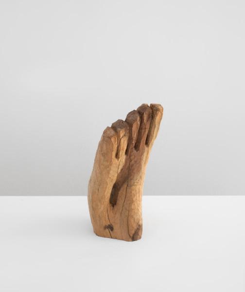 Etienne-Martin  Pied. 1991. Bois d'if. 21,5 x 9 x 9 cm